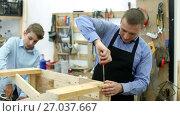 Купить «teacher and boy chiselling a wooden bench in workshop», видеоролик № 27037667, снято 22 июня 2017 г. (c) Яков Филимонов / Фотобанк Лори