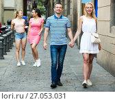 Купить «Couple walking and looking around», фото № 27053031, снято 20 октября 2018 г. (c) Яков Филимонов / Фотобанк Лори