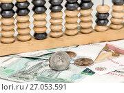 Купить «Железный рубль, бумажные купюры и старые счеты. Бизнес- натюрморт», фото № 27053591, снято 5 октября 2017 г. (c) Наталья Осипова / Фотобанк Лори