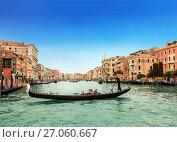 Купить «Гранд-канал и гондолы с туристами, Венеция, Италия», фото № 27060667, снято 16 апреля 2017 г. (c) Наталья Волкова / Фотобанк Лори