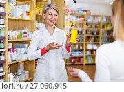 Купить «Mature female seller suggesting care products to young customer», фото № 27060915, снято 15 марта 2017 г. (c) Яков Филимонов / Фотобанк Лори