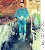Купить «Mature farmer in hangar with hogs», фото № 27061055, снято 16 октября 2018 г. (c) Яков Филимонов / Фотобанк Лори