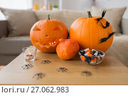 Купить «jack-o-lantern and halloween decorations at home», фото № 27062983, снято 15 сентября 2017 г. (c) Syda Productions / Фотобанк Лори