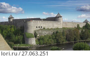 Fortress Ivangorod on border of Russia and Estonia. Стоковое видео, видеограф Куликов Константин / Фотобанк Лори