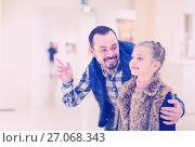 Купить «Happy father and small daughter looking pictorial art», фото № 27068343, снято 19 марта 2019 г. (c) Яков Филимонов / Фотобанк Лори