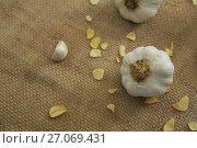 Купить «Garlics on textile», фото № 27069431, снято 5 июня 2017 г. (c) Wavebreak Media / Фотобанк Лори