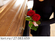 Купить «woman with red roses and coffin at funeral», фото № 27083659, снято 20 марта 2017 г. (c) Syda Productions / Фотобанк Лори