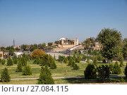 Купить «Hazrat Khizr Mosque is one of the oldest Muslim buildings in Samarkand, Uzbekistan», фото № 27084115, снято 15 октября 2016 г. (c) Юлия Бабкина / Фотобанк Лори