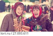 Купить «happy girls celebrating Shrovetide», фото № 27093611, снято 6 марта 2011 г. (c) Яков Филимонов / Фотобанк Лори