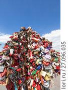 Купить «padlocks in the shape of a heart - a symbol of eternal love and union. Luzhkov (Tretyakov) bridge Moscow, Russia», фото № 27096035, снято 5 августа 2016 г. (c) Владимир Журавлев / Фотобанк Лори