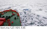 Купить «Travel In the ice , Arctic», видеоролик № 27101135, снято 26 сентября 2017 г. (c) Vladimir / Фотобанк Лори
