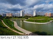 Москва, Марьино, Дюссельдорфский парк (2017 год). Редакционное фото, фотограф glokaya_kuzdra / Фотобанк Лори