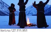 Купить «Group of monks in brown cloaks of the order of St. Francis are circling around the fire», видеоролик № 27111951, снято 17 октября 2017 г. (c) Serg Zastavkin / Фотобанк Лори