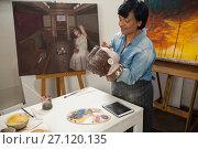 Купить «Woman painting a sculptor», фото № 27120135, снято 21 апреля 2017 г. (c) Wavebreak Media / Фотобанк Лори