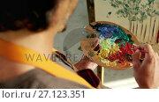 Купить «Man painting on canvas 4k», видеоролик № 27123351, снято 23 апреля 2019 г. (c) Wavebreak Media / Фотобанк Лори