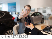 Купить «Smiling businessman giving car keys to female customer», фото № 27123563, снято 23 февраля 2017 г. (c) Wavebreak Media / Фотобанк Лори