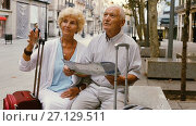 Купить «Traveling mature spouses resting on stone bench on city street, looking map», видеоролик № 27129511, снято 8 сентября 2017 г. (c) Яков Филимонов / Фотобанк Лори
