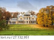Дворец-коттедж в парке Александрия, Петергоф, Санкт-Петербург, фото № 27132951, снято 20 октября 2017 г. (c) Юлия Бабкина / Фотобанк Лори