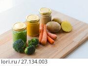 Купить «vegetable puree or baby food in glass jars», фото № 27134003, снято 21 февраля 2017 г. (c) Syda Productions / Фотобанк Лори