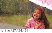 Купить «Little Girl Under Rain Having a Fun», видеоролик № 27134451, снято 20 октября 2017 г. (c) Илья Шаматура / Фотобанк Лори