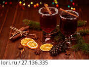 Glasses of mulled wine on wooden table. Стоковое фото, фотограф Мельников Дмитрий / Фотобанк Лори