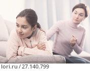 Купить «Mother reprimands her daughter», фото № 27140799, снято 26 марта 2019 г. (c) Яков Филимонов / Фотобанк Лори