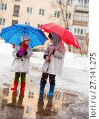 Купить «little girls walking through puddles», фото № 27141275, снято 7 марта 2016 г. (c) Дарья Филимонова / Фотобанк Лори