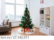 Купить «artificial christmas tree and presents at home», фото № 27142011, снято 9 сентября 2017 г. (c) Syda Productions / Фотобанк Лори