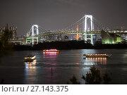 Купить «Радужный мост (Rainbow Bridge) через Токийский залив. Туристические лодки (Yakatabune) на глади воды. Одайба, Токио, Япония», фото № 27143375, снято 10 апреля 2013 г. (c) Кекяляйнен Андрей / Фотобанк Лори