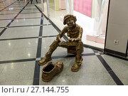 Купить «Памятник мальчику чистильщику обуви», фото № 27144755, снято 11 февраля 2017 г. (c) Евгений Ткачёв / Фотобанк Лори