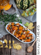 Купить «Baked pieces of pumpkin with honey, walnuts and thyme.», фото № 27145415, снято 12 октября 2017 г. (c) Olesya Tseytlin / Фотобанк Лори