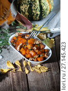 Купить «Baked pumpkin with honey, nuts and thyme leaves. Shooting in dark tones with a light brush.», фото № 27145423, снято 12 октября 2017 г. (c) Olesya Tseytlin / Фотобанк Лори