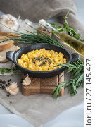 Купить «Eggs scramble in a miniature cast-iron frying pan.», фото № 27145427, снято 16 октября 2017 г. (c) Olesya Tseytlin / Фотобанк Лори
