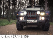 Купить «Black Hummer H2 car, headlights on», фото № 27148159, снято 8 октября 2017 г. (c) Евгений Сергеев / Фотобанк Лори
