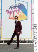Купить «Mika conductor television broadcast Rai Stasera CasaMika during the photocall in Rai Studio 2000. Milan, Italy 27/10/2017.», фото № 27151615, снято 27 октября 2017 г. (c) age Fotostock / Фотобанк Лори