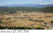 Купить «View down the hill at agricultural fields under cloudy sky», видеоролик № 27151759, снято 22 августа 2017 г. (c) Яков Филимонов / Фотобанк Лори