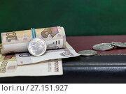 Купить «Укрепление российского рубля. Бизнес- натюрморт», фото № 27151927, снято 28 октября 2017 г. (c) Наталья Осипова / Фотобанк Лори