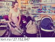 Купить «Pregnant woman buying baby stroller in kids mall», фото № 27152847, снято 22 сентября 2017 г. (c) Яков Филимонов / Фотобанк Лори