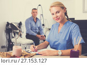 Купить «Female doctor is writing the conclusion about result of examination of client», фото № 27153127, снято 21 февраля 2019 г. (c) Яков Филимонов / Фотобанк Лори