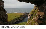 Купить «Scottish rock seascape, Isle of Skye, Scotland, UK», видеоролик № 27154355, снято 27 апреля 2018 г. (c) Константин Шишкин / Фотобанк Лори