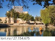 Купить «Pond Lyabi Khauz with miniature sights of Bukhara and Nadir Divan-Beghi Khanaka in the background», фото № 27154675, снято 19 октября 2016 г. (c) Юлия Бабкина / Фотобанк Лори