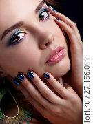 Купить «Portrait of beautiful brunette woman on black background and peacock feather earrings», фото № 27156011, снято 9 сентября 2017 г. (c) Serg Zastavkin / Фотобанк Лори