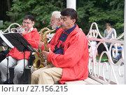 Купить «Musicians playing trumpets in the park», фото № 27156215, снято 28 июля 2013 г. (c) Александр Клёнов / Фотобанк Лори