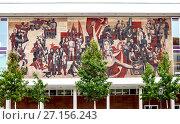 Купить «Советская мозаика на бывшем Дворце Культуры.  Дрезден. Германия.», фото № 27156243, снято 14 сентября 2017 г. (c) Сергей Афанасьев / Фотобанк Лори