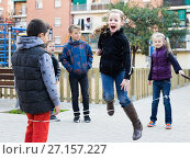 Купить «Kids skipping on chinese jumping elastic rope in yard», фото № 27157227, снято 14 декабря 2017 г. (c) Яков Филимонов / Фотобанк Лори