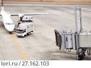 Купить «Пропеллерный самолет на взлетно-посадочной полосе готовится к взлету», фото № 27162103, снято 28 января 2012 г. (c) Александр Гаценко / Фотобанк Лори