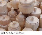 Купить «Деревянная резная посуда», фото № 27163923, снято 19 апреля 2019 г. (c) Валерий Денисов / Фотобанк Лори