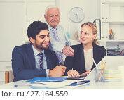 Купить «Employees are demonstrating reports on laptop to mature boss», фото № 27164559, снято 27 июня 2017 г. (c) Яков Филимонов / Фотобанк Лори