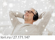 Купить «happy man in headphones listening to music», фото № 27171147, снято 7 июля 2016 г. (c) Syda Productions / Фотобанк Лори