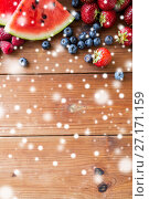 Купить «close up of fruits and berries on wooden table», фото № 27171159, снято 5 августа 2016 г. (c) Syda Productions / Фотобанк Лори